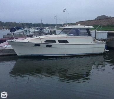 Bayliner 2670 Explorer, 26', for sale - $8,000