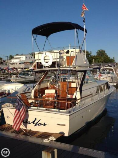 Chris-Craft 31 Commander, 31', for sale - $25,000