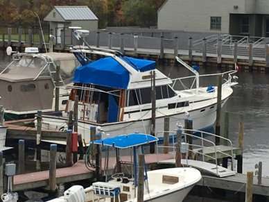 Bayliner 3870 Motoryacht, 38', for sale - $35,500