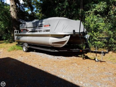 Sun Tracker 20 DLX PARTY BARGE, 21', for sale - $22,500
