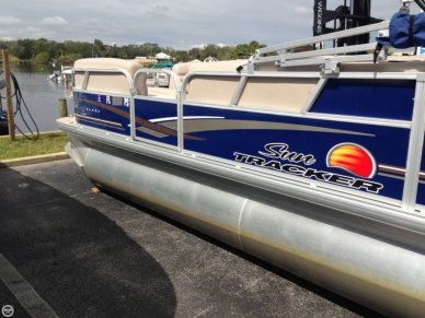 Sun Tracker Party Barge 20 DLX, 21', for sale - $17,500