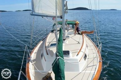 Island Packet 31, 34', for sale - $47,800
