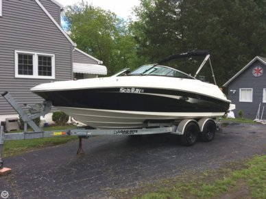 Sea Ray 220, 22', for sale - $51,900