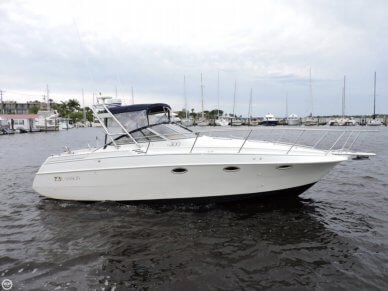 Larson Cabrio 300, 32', for sale - $27,499