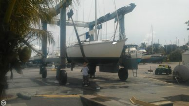 Hunter 35 Legend, 35', for sale - $38,900