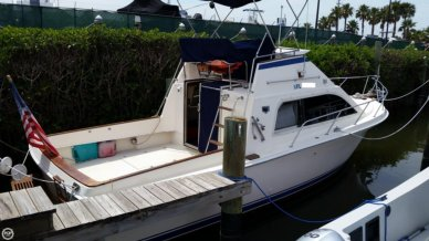 Pacemaker 31 Convertible, 30', for sale - $14,400