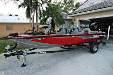 Tracker Pro Team 175 TXW, 17', for sale - $16,500