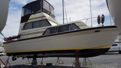 Marinette 32 Sedan Bridge, 32', for sale - $22,700
