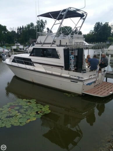 Marinette Sedan Flybridge, 32', for sale - $24,900