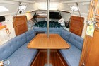 Large Centerline Dinette And Forward V-berth