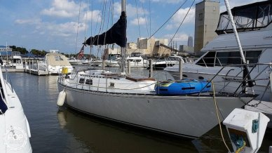 Capital Yachts Newport 41S, 41, for sale - $26,650