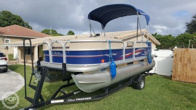 Sun Tracker PARTY BARGE 18DLX, 18, for sale - $19,900