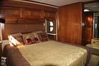 Beautiful bedroom w/lots lighting