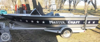 Mastercraft Stars & Stripes Ski Boat, 19', for sale - $15,250