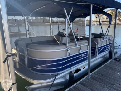 Sun Tracker 20 DLX Party Barge, 20, for sale