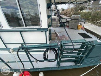 Aft Deck Has Interchangeable Walkway/ladder