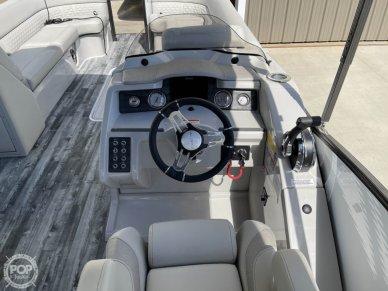 2021 Crest 250SLS LX - Helm view