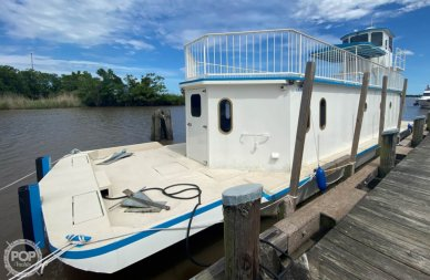 Custom Built In 2020 Houseboat/Deckhouse on Lakeview Hull, 2020, for sale in Louisiana - $482,000