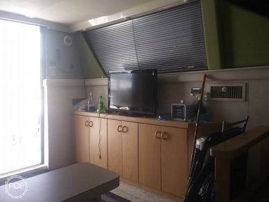 Main Salon 2nd Tv And Storage. Mini Blinds Also!