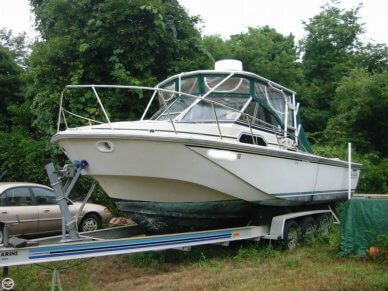 Boston Whaler 270, 27', for sale - $15,500