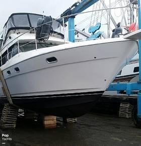 Bayliner 4587 Cockpit Motor Yacht, 54', for sale - $170,000
